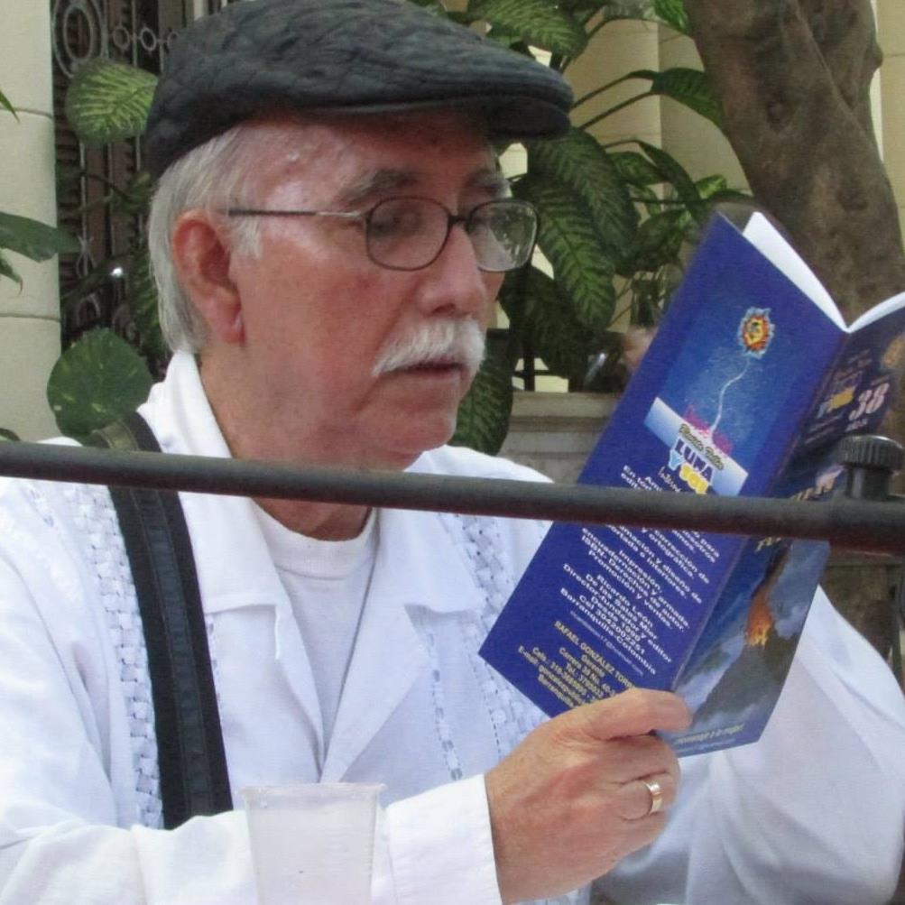 HABLANDO CON OMICRONIANOS: El poeta, entre la memoria del fuego y el misticismo sideral