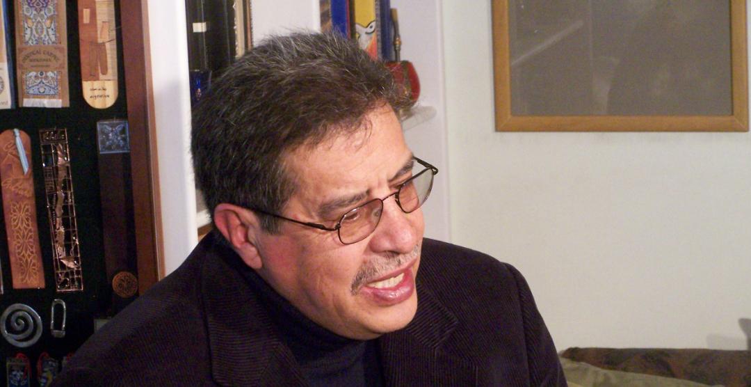 HABLANDO CON OMICRONIANOS: Abdón Ubidia, el divertinventor.
